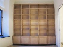311.grote boekenkast op maat ingebouwd