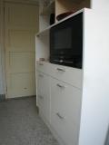 1002.hoge keuken kast met apparatuur